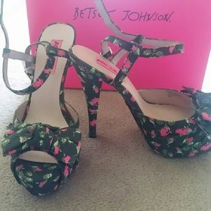 COPY - Betsey Johnson platform stiletto floral nw…